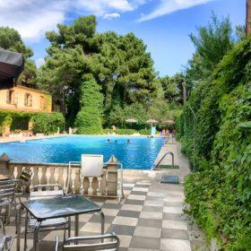 Piscina y jardines hotel rural Cuenca